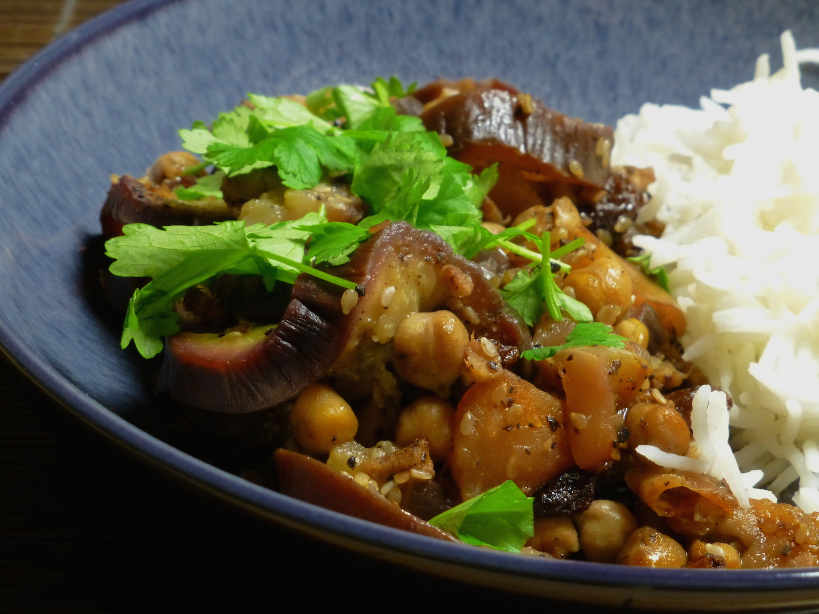 Aubergines, apples and chickpeas, served with rice