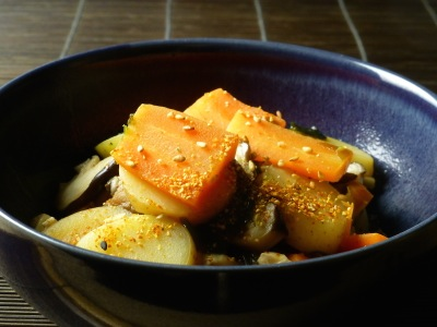 Nabe of carrots, potatoes, shiitake and tofu