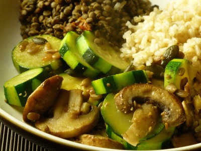 Courgettes and mushrooms with Puy lentils and brown rice