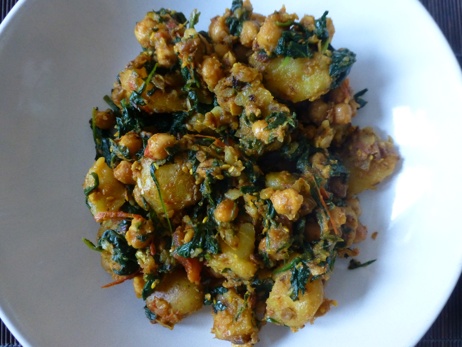 Curry of potatoes, spinach and chickpeas