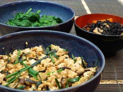 Scrambled tofu, hijiki, spinach and rice