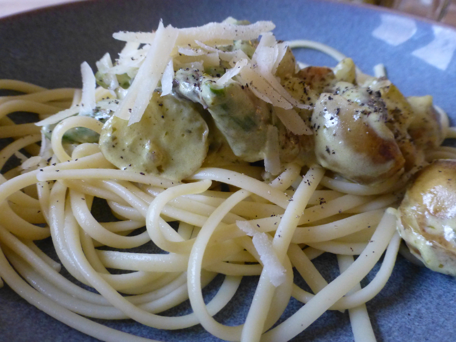 Linguine with cream, potatoes, asparagus and pesto