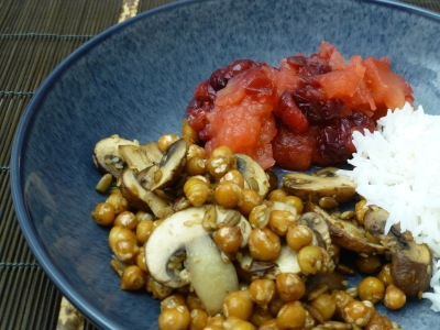 Mushrooms, apples and cranberries with fried chickpeas and rice