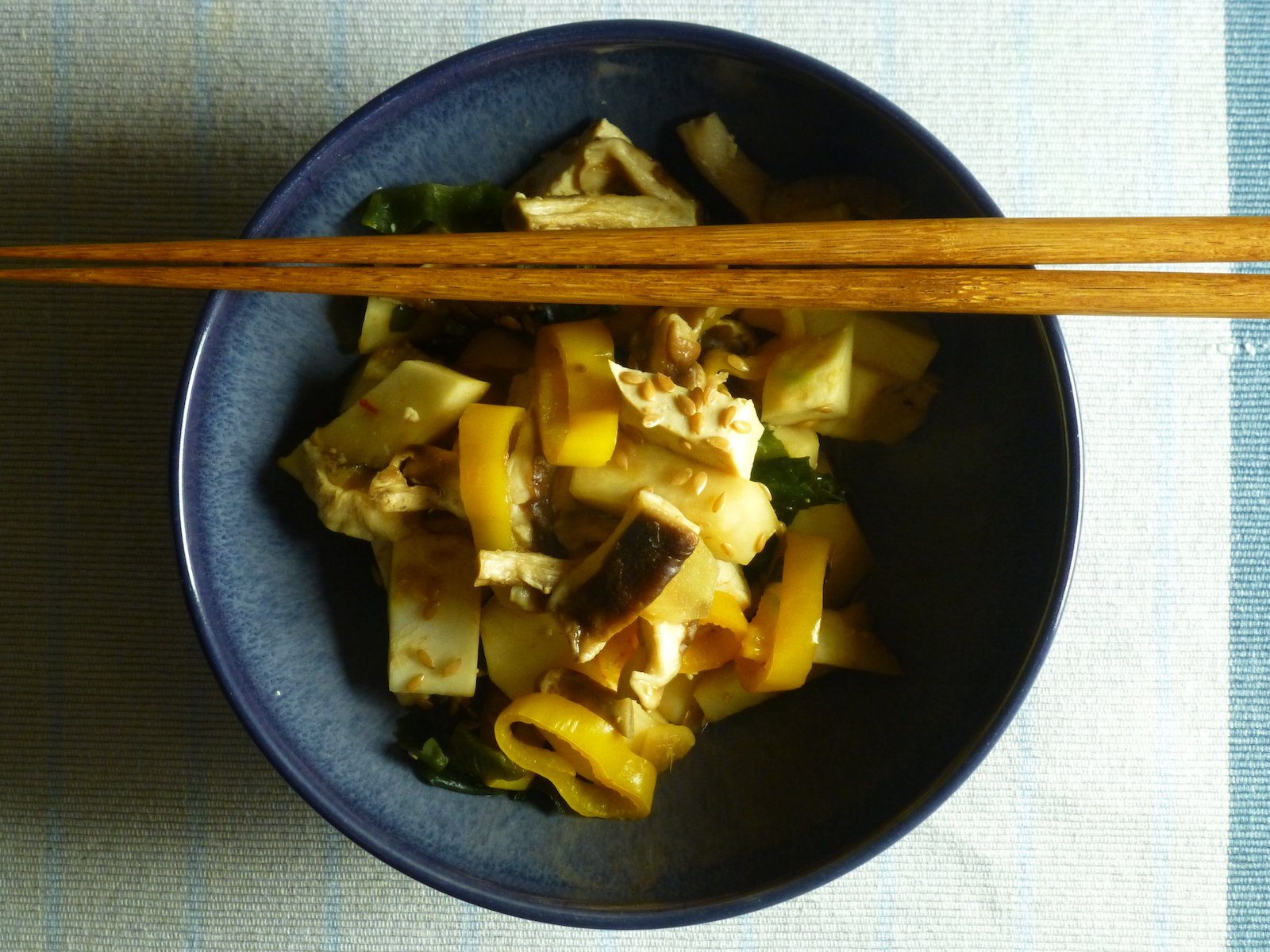 Nabe of yellow peppers, celeriac, shiitake and tofu with rice