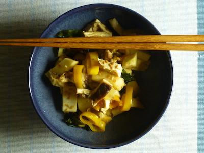 Nabe of yellow peppers, celeriac, shiitake and tofu with rice