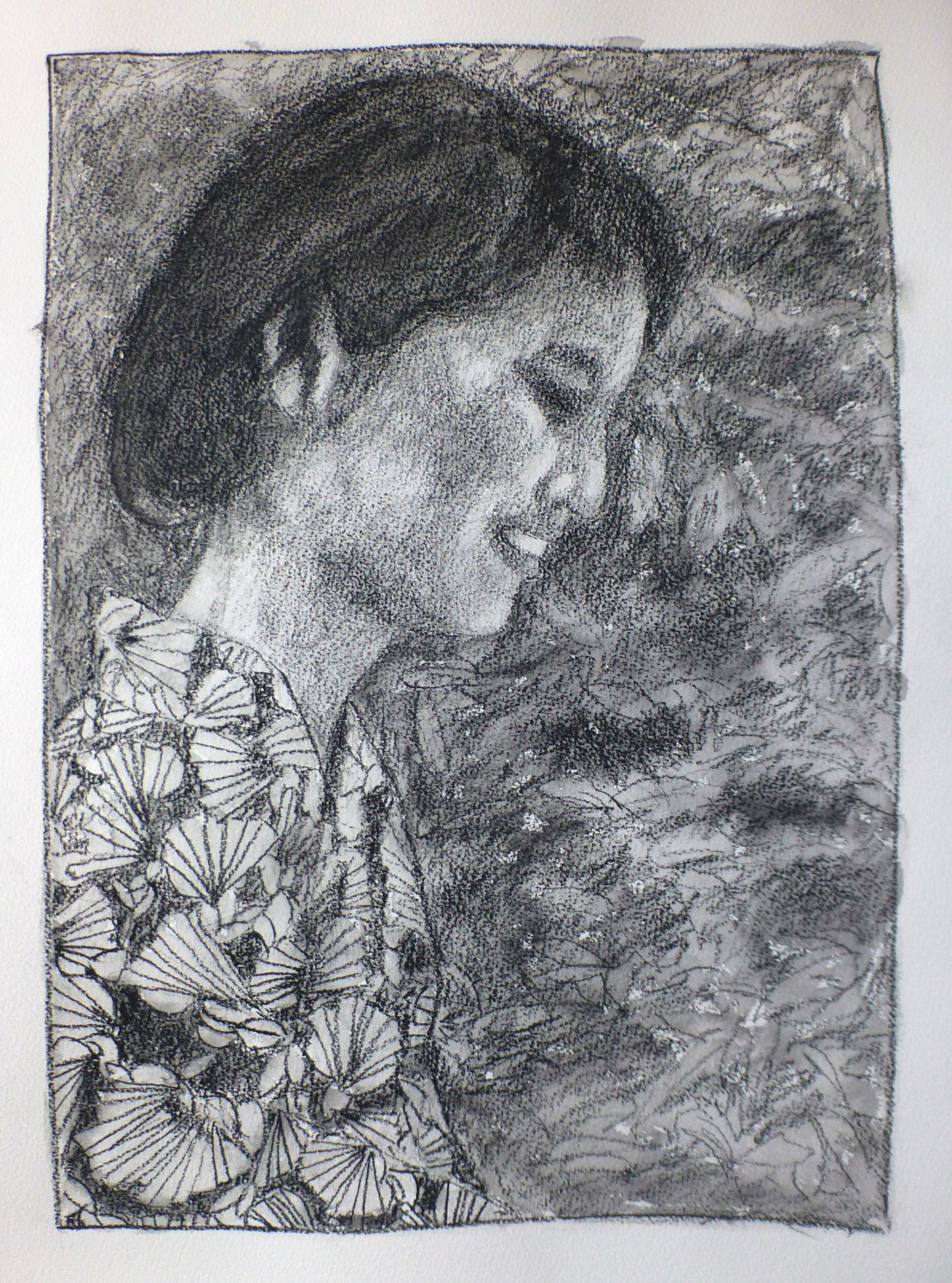 A pencil portrait of a Japanese woman in profile, wearing a yukata with a stylised ginkho leaf pattern. The scene is quite dark, the face has some highlights from an invisible light source placed in front and below the character. The background is a sketchy rendering of vegetation.
