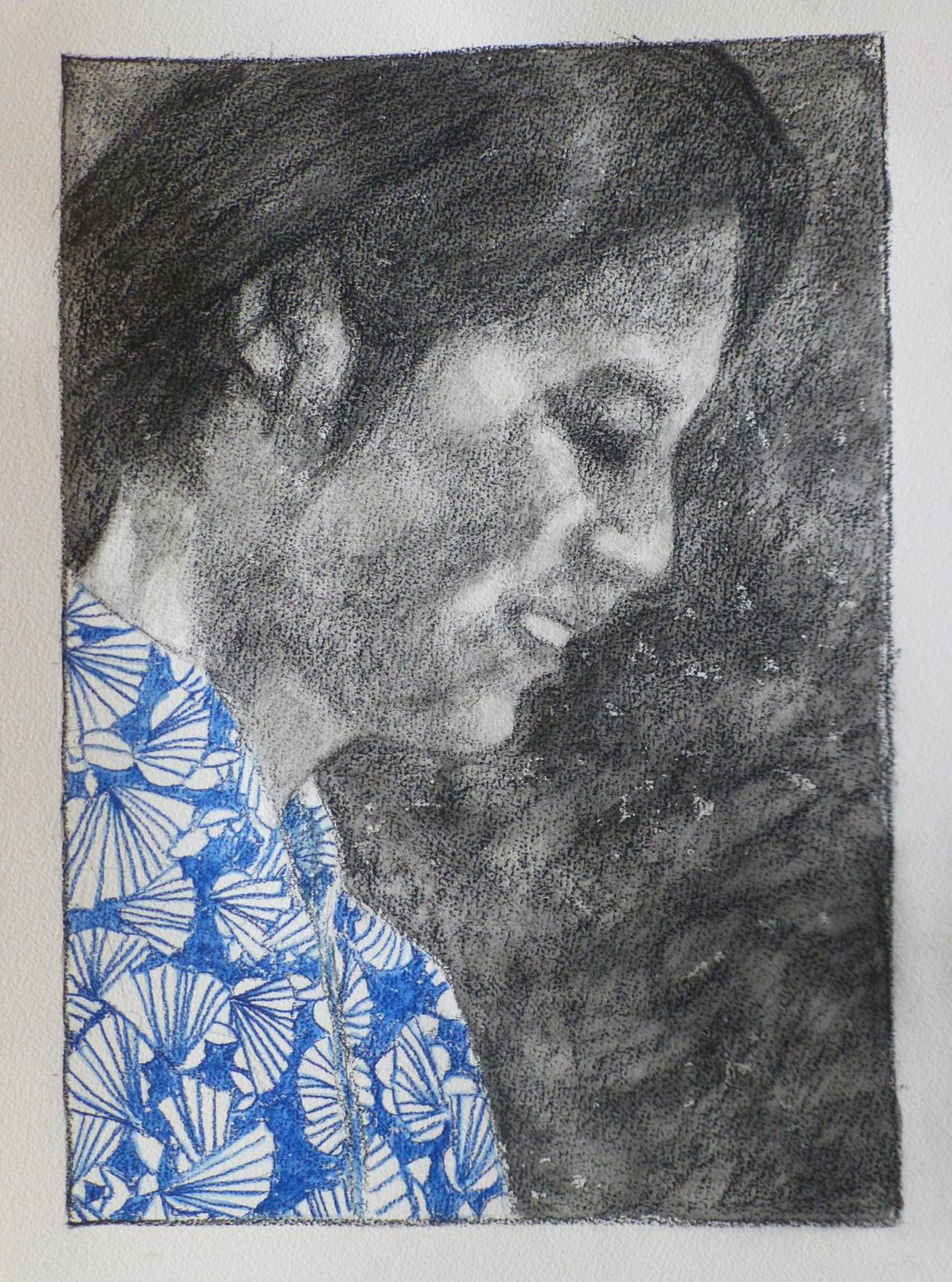 A Conté pencil portrait of a Japanese woman in profile, wearing a yukata with a stylised ginkho leaf pattern in blue. The scene is quite dark, the face has some highlights from an invisible light source placed in front and below the character. The background is a sketchy rendering of vegetation.