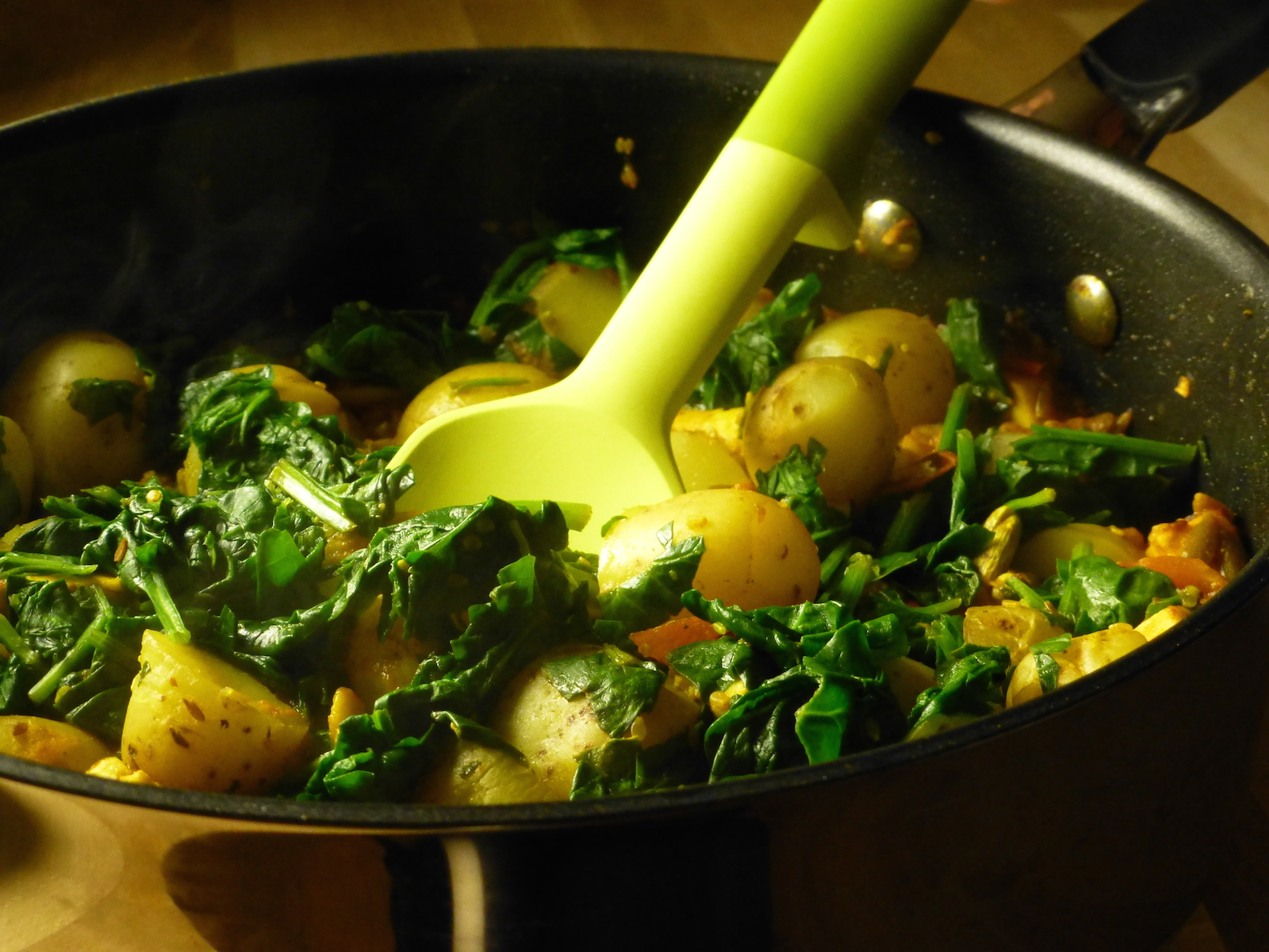 Curry of potatoes, spinach and paneer