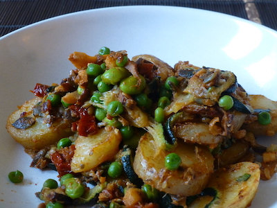 Fried potatoes with soy beans, peas and courgette in a mildly spicy sauce