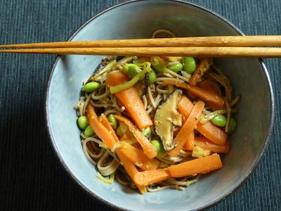Yakisoba with carrots and edamame