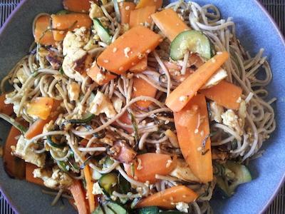 Yakisoba with iridofu and carrots